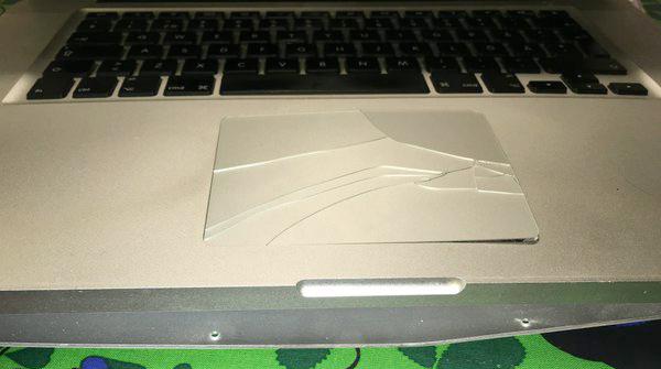 משטח trackpad סדוק רטינה